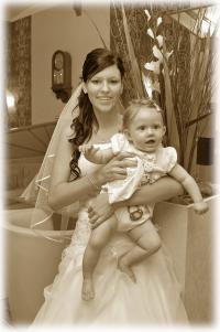 nevěsta s miminkem