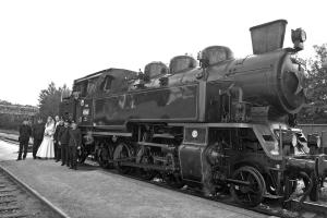 s lokomotivou